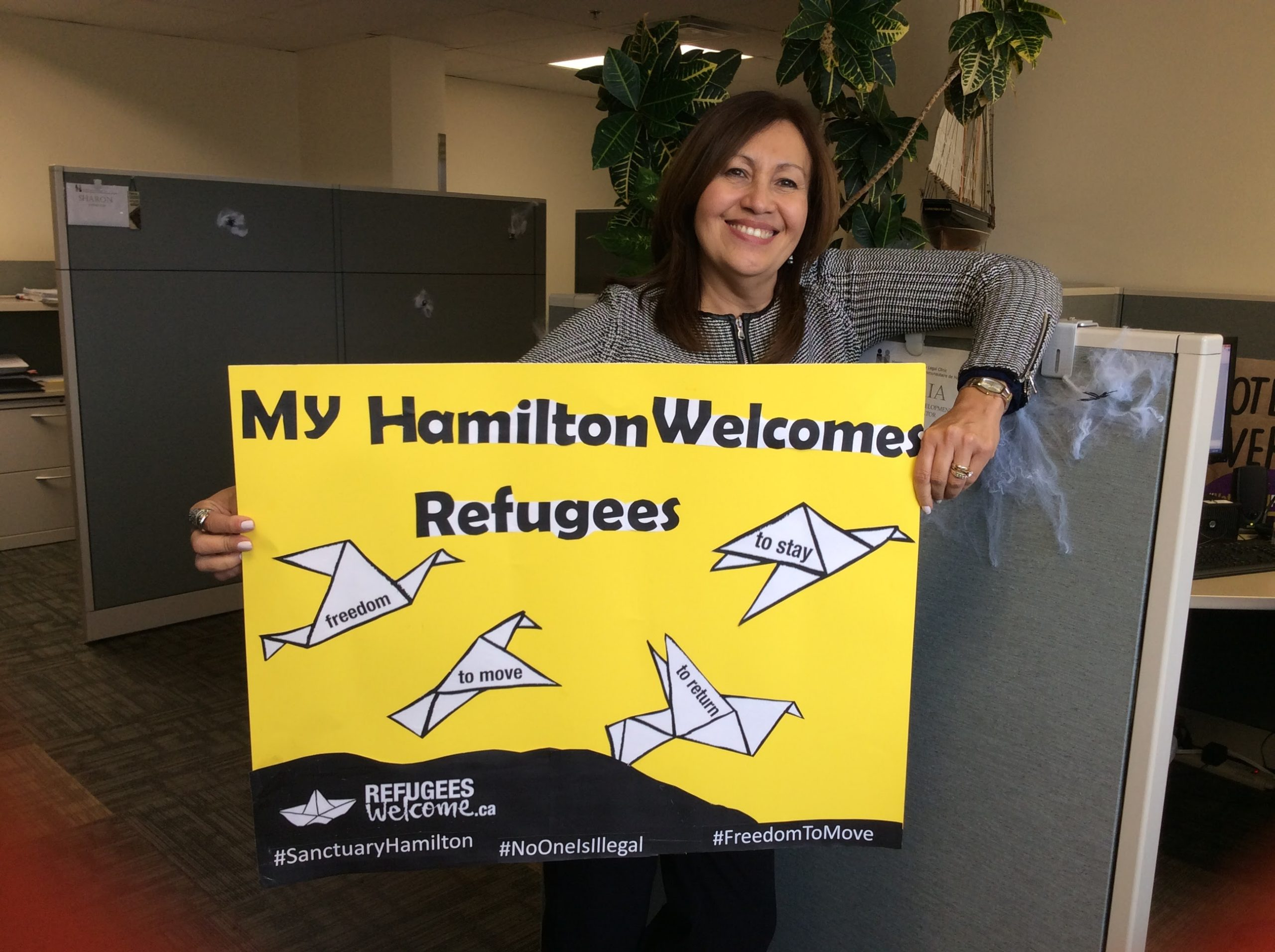 Hamilton Refugees Welcome sign